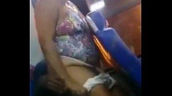 pareja teniendo sexo en bus