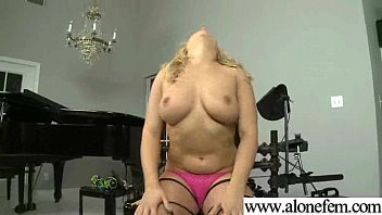 Freak Amateur Girl Insert Toys In Her Pussy movie-17