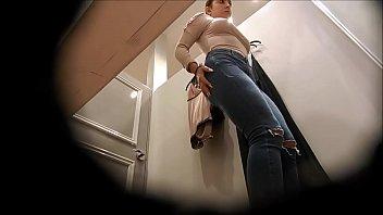 Hidden cam filming the hot woman