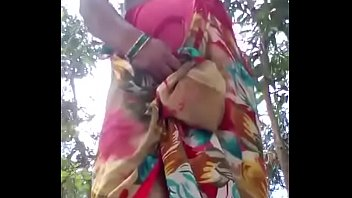 desi roshni bhabhi flashing her stuff