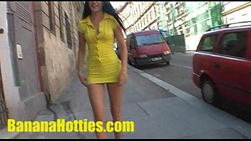 she flashes her nude figure at the public street