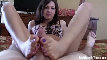 bella and macy throating toes like.