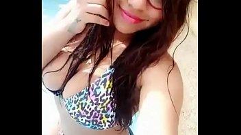 la prostituta colombiana kerly saludando a sus clientes.