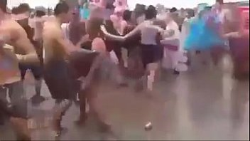 hombres dandole duro al piso