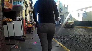bum caminando - booty street -.