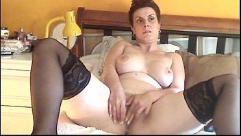 Hot MILF Solo Masturbation - freehotgirlscams.com