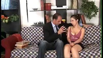 padre se aprovecha de la inocencia de su hija