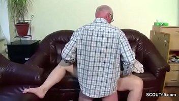 grandfather fickt seine stief-enkelin die noch.