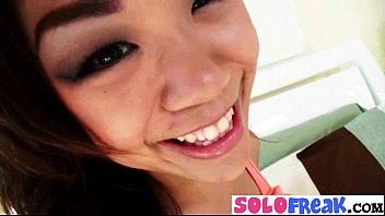 Solo Girl Masturbates On Camera With Things mov-21