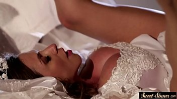 creamed cougar bride opens up her gams for trunk