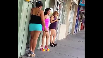prostituta nalguea otra prostituta merced