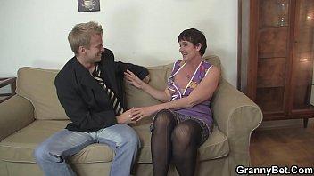 Old bitch enjoys riding young dick