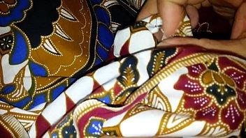 attempt to jism on aunty039_s lungi batik ayu 526