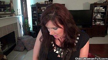 yankee cougar lauren takes care of her fabulous labia