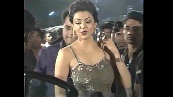 warm indian actresses kajal agarwal flashing their tastey.