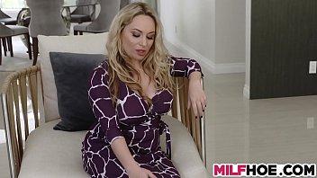 Huge Tits Stepmom Shows Them Everything